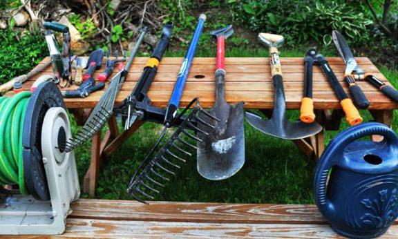 Садовые инструменты для работы на участке