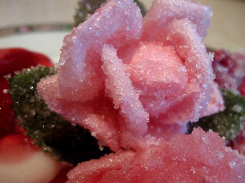 Украшение для торта из роз